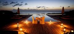 Kilindi - dining by the pool