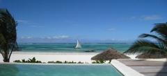 Sunshine Hotel - Pool and Beach