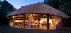 Nkwali Camp - The camp at night